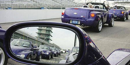 Motor vehicle, Automotive mirror, Mode of transport, Automotive design, Vehicle, Glass, Land vehicle, Automotive parking light, Automotive side-view mirror, Rear-view mirror,