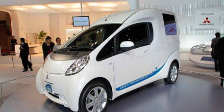 Motor vehicle, Wheel, Mode of transport, Automotive mirror, Automotive design, Transport, Vehicle, Land vehicle, Car, White,