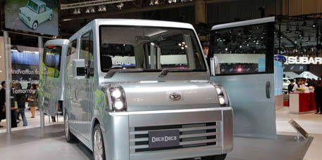 Motor vehicle, Mode of transport, Automotive design, Product, Transport, Automotive exterior, Commercial vehicle, Windscreen wiper, Rim, Automotive mirror,