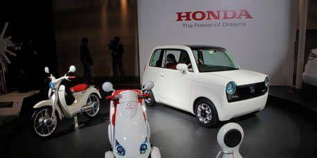 Motor vehicle, Mode of transport, Automotive design, Vehicle, Land vehicle, Transport, Automotive lighting, Vehicle door, Fender, Automotive mirror,