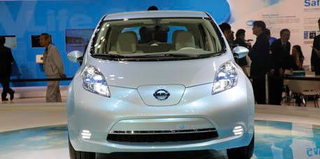 Motor vehicle, Mode of transport, Automotive design, Vehicle, Transport, Automotive mirror, Land vehicle, Headlamp, Car, Glass,