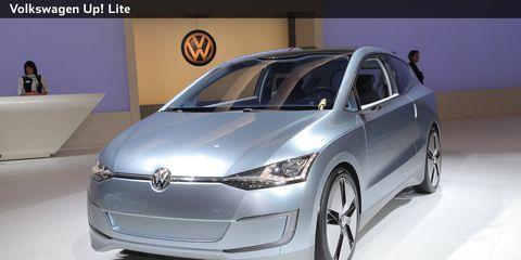 Automotive design, Vehicle, Product, Event, Land vehicle, Car, Automotive mirror, Glass, Headlamp, Logo,