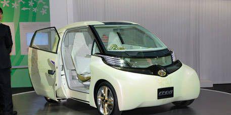 Motor vehicle, Mode of transport, Automotive design, Automotive exterior, Automotive mirror, Transport, Vehicle door, Glass, Car, Fender,