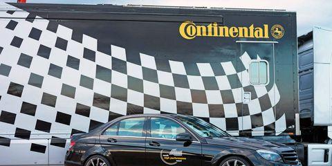 Tire, Wheel, Automotive design, Alloy wheel, Spoke, Rim, Land vehicle, Automotive tire, Car, Full-size car,