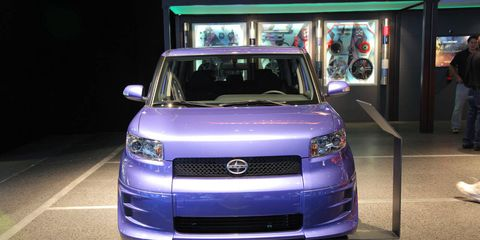 Motor vehicle, Automotive design, Vehicle, Automotive exterior, Automotive lighting, Headlamp, Grille, Car, Glass, Bumper,