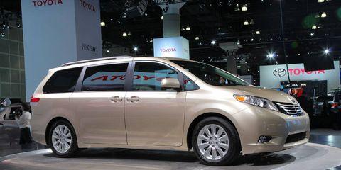 Motor vehicle, Wheel, Mode of transport, Automotive design, Vehicle, Land vehicle, Automotive mirror, Transport, Glass, Car,