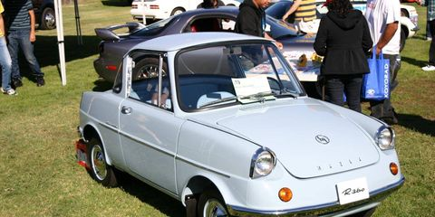 Motor vehicle, Tire, Wheel, Vehicle, Automotive design, Automotive tire, Rim, Fender, Windscreen wiper, Vehicle door,