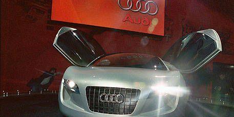 Motor vehicle, Mode of transport, Automotive design, Automotive exterior, Automotive mirror, Grille, Automotive lighting, Car, Logo, Concept car,