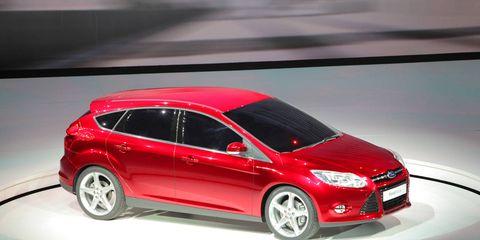Tire, Wheel, Automotive design, Mode of transport, Vehicle, Car, Automotive tire, Hatchback, Automotive wheel system, Alloy wheel,