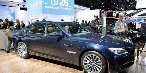 Tire, Wheel, Automotive design, Vehicle, Alloy wheel, Spoke, Rim, Car, Automotive tire, Personal luxury car,