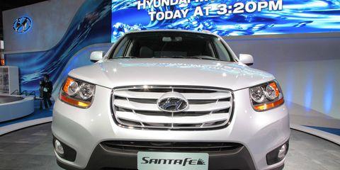 Motor vehicle, Automotive design, Vehicle, Automotive lighting, Transport, Land vehicle, Headlamp, Grille, Car, Automotive fog light,