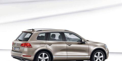 Tire, Wheel, Automotive design, Vehicle, Product, Automotive tire, Rim, Car, Automotive exterior, Alloy wheel,