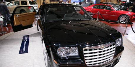 Automotive design, Mode of transport, Vehicle, Land vehicle, Grille, Hood, Car, Personal luxury car, Automotive exterior, Fender,