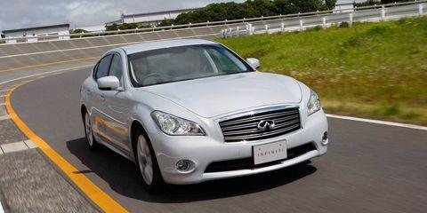 Road, Vehicle, Headlamp, Automotive lighting, Infrastructure, Grille, Car, Automotive parking light, Rim, Automotive mirror,
