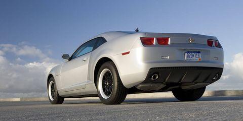 Tire, Wheel, Motor vehicle, Mode of transport, Automotive tire, Automotive design, Vehicle, Automotive tail & brake light, Automotive exterior, Transport,