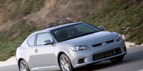 Tire, Wheel, Automotive mirror, Automotive design, Mode of transport, Daytime, Vehicle, Land vehicle, Transport, Rim,
