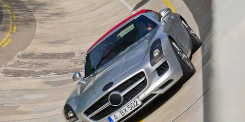 Automotive design, Vehicle, Land vehicle, Hood, Automotive exterior, Car, Motorsport, Grille, Race track, Performance car,