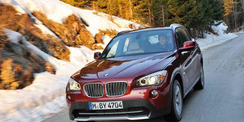 Tire, Mode of transport, Vehicle, Automotive design, Land vehicle, Winter, Automotive mirror, Grille, Hood, Vehicle registration plate,