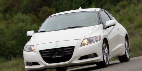 Automotive mirror, Automotive design, Daytime, Transport, Vehicle, Road, Infrastructure, Car, Rear-view mirror, Grille,