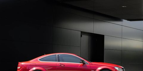 Tire, Wheel, Automotive design, Alloy wheel, Vehicle, Spoke, Rim, Automotive lighting, Car, Automotive tire,
