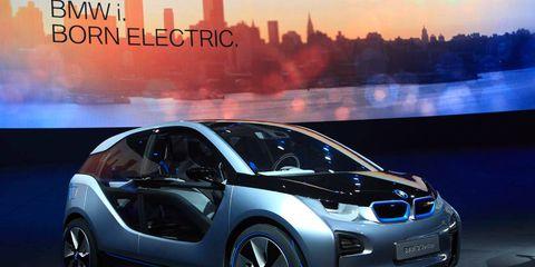 Motor vehicle, Wheel, Mode of transport, Automotive design, Vehicle, Car, Automotive mirror, Vehicle door, Auto show, City car,