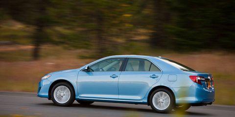 Tire, Wheel, Automotive design, Vehicle, Car, Full-size car, Rim, Technology, Mid-size car, Alloy wheel,