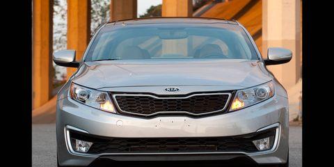 Automotive design, Product, Daytime, Glass, Automotive lighting, Vehicle, Headlamp, Land vehicle, Automotive exterior, Grille,