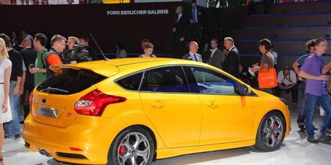 Wheel, Automotive design, Vehicle, Car, Exhibition, Hatchback, Auto show, Mid-size car, Automotive wheel system, Alloy wheel,