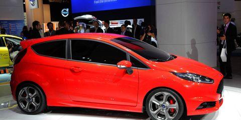 Tire, Wheel, Motor vehicle, Automotive design, Vehicle, Land vehicle, Car, Automotive wheel system, Auto show, Hatchback,