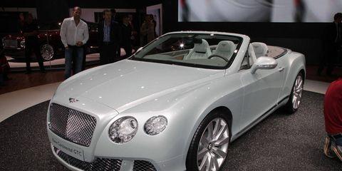 Automotive design, Vehicle, Land vehicle, Car, Grille, Personal luxury car, Bentley, Luxury vehicle, Alloy wheel, Convertible,