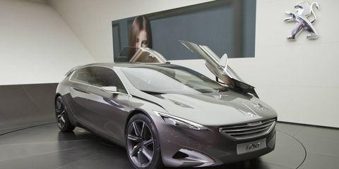 Automotive design, Mode of transport, Vehicle, Land vehicle, Car, Floor, Personal luxury car, Automotive mirror, Vehicle door, Grille,
