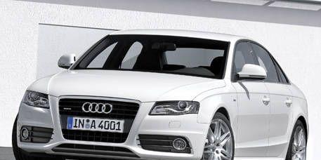 Motor vehicle, Tire, Wheel, Automotive mirror, Mode of transport, Automotive design, Vehicle, Transport, Vehicle registration plate, Headlamp,