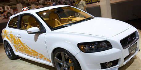 Tire, Motor vehicle, Wheel, Automotive design, Vehicle, Transport, Automotive tire, Rim, Alloy wheel, Automotive lighting,