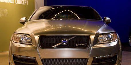 Motor vehicle, Automotive design, Blue, Daytime, Vehicle, Product, Grille, Hood, Automotive lighting, Headlamp,