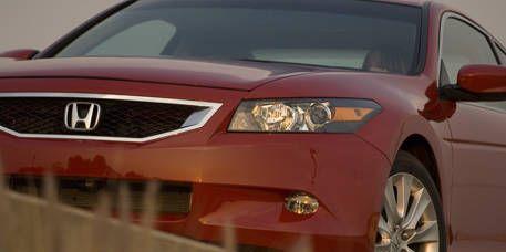 Motor vehicle, Tire, Automotive mirror, Wheel, Mode of transport, Automotive design, Daytime, Product, Automotive exterior, Vehicle,