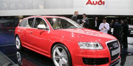 Tire, Wheel, Automotive design, Vehicle, Land vehicle, Car, Alloy wheel, Automotive tire, Rim, Audi,