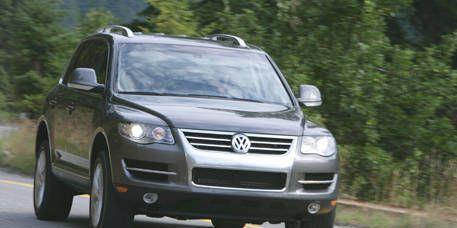 Motor vehicle, Automotive mirror, Automotive design, Mode of transport, Road, Vehicle, Transport, Land vehicle, Automotive lighting, Headlamp,