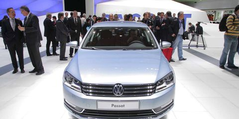 Automotive design, Vehicle, Land vehicle, Event, Car, Auto show, Luxury vehicle, Personal luxury car, Grille, Exhibition,
