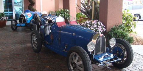 Tire, Wheel, Blue, Automotive design, Vehicle, Automotive tire, Car, Fender, Rim, Antique car,