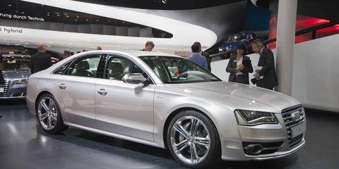 Tire, Wheel, Automotive design, Vehicle, Land vehicle, Alloy wheel, Car, Personal luxury car, Spoke, Grille,