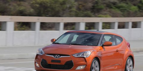 Tire, Motor vehicle, Wheel, Automotive design, Mode of transport, Vehicle, Car, Hood, Headlamp, Automotive mirror,