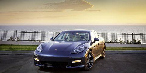 Automotive design, Vehicle, Rim, Car, Performance car, Automotive lighting, Personal luxury car, Alloy wheel, Fender, Bumper,
