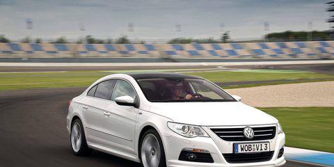 Automotive design, Automotive mirror, Mode of transport, Vehicle, Transport, Land vehicle, Car, Vehicle registration plate, Headlamp, Automotive lighting,