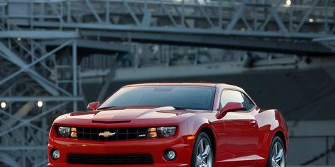 Tire, Motor vehicle, Automotive design, Vehicle, Automotive tire, Hood, Headlamp, Automotive lighting, Infrastructure, Car,