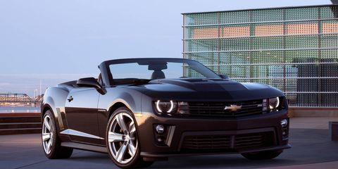 Tire, Wheel, Automotive design, Automotive tire, Vehicle, Hood, Headlamp, Automotive lighting, Grille, Rim,