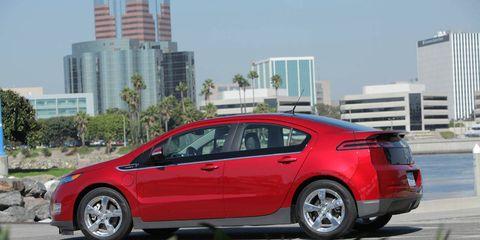Tire, Wheel, Mode of transport, Vehicle, Tower block, Car, Alloy wheel, Rim, Automotive wheel system, Automotive mirror,