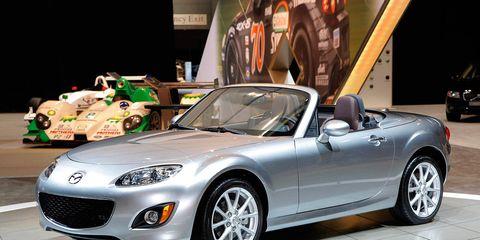 Tire, Wheel, Automotive design, Mode of transport, Vehicle, Automotive tire, Land vehicle, Performance car, Car, Rim,