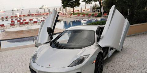 Motor vehicle, Tire, Mode of transport, Automotive design, Vehicle, Headlamp, Transport, Rim, Automotive lighting, Car,