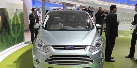 Motor vehicle, Automotive design, Product, Vehicle, Land vehicle, Grille, Headlamp, Car, Logo, Mid-size car,