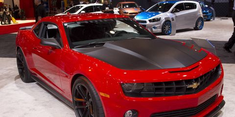 Tire, Wheel, Motor vehicle, Automotive design, Vehicle, Chevrolet camaro, Automotive tire, Land vehicle, Rim, Car,